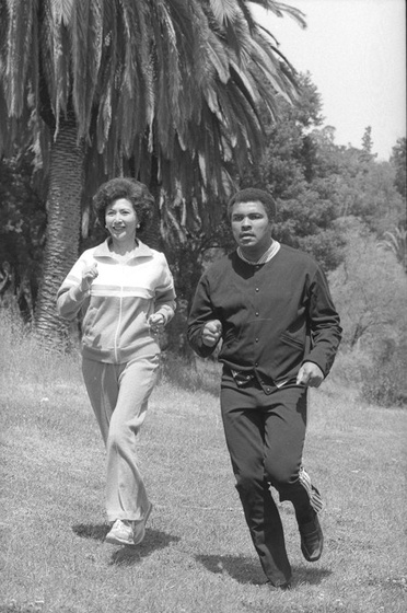 March Fong Eu jogs with Muhammad Ali